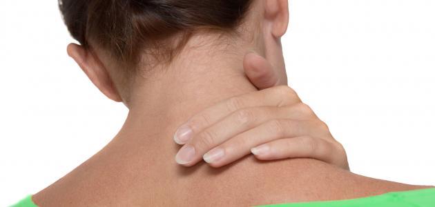 أسباب الألم خلف الأذن اليمنى والرقبة