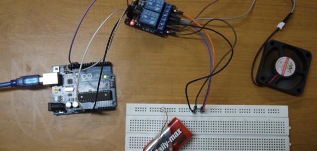 أمثلة على قانون القوة الدافعة الكهربائية