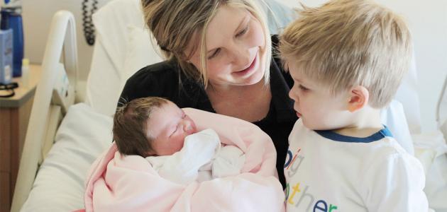 علاج غيرة الطفل من المولود الجديد