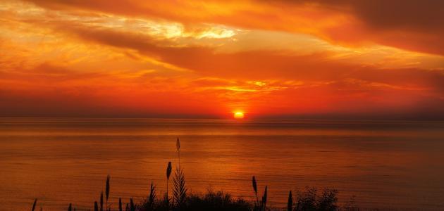 وصف الغروب على شاطئ البحر