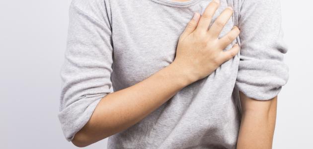 أسباب ألم اليد اليمنى والقلب