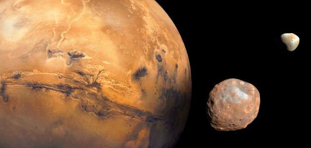 كم عدد أقمار كوكب المريخ