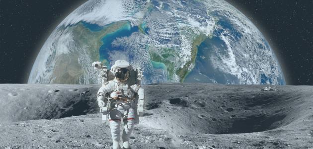 موضوع تعبير عن سطح القمر