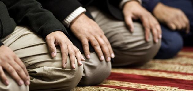 ما حكم من يصوم ولا يصلي