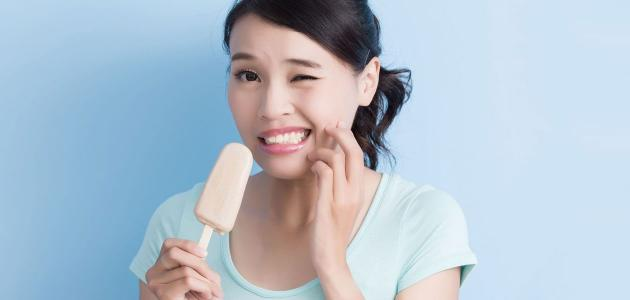 الأسنان الحساسة: ما العلاجات المتوفرة؟
