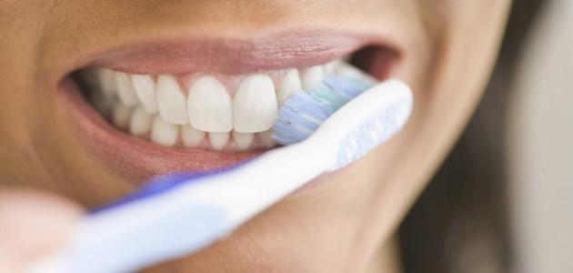 كيف تنظف فرشاة أسنانك؟ ومتى تغيرها؟