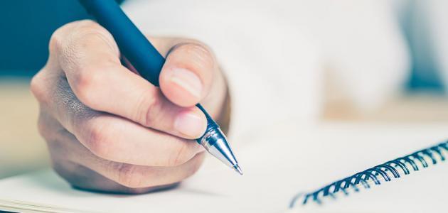 دورة فن الكتابة الإبداعية: محتواها، مخرجاتها وأهميتها للعمل