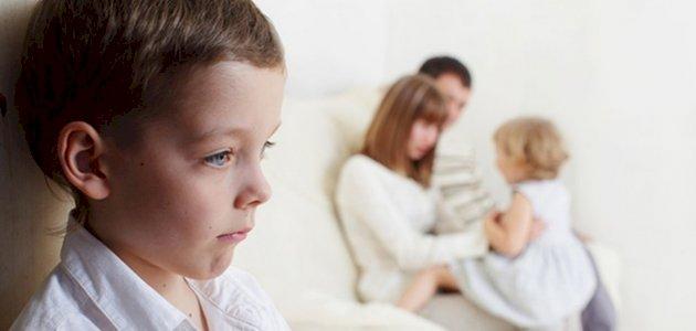 الأضرار النفسية للمقارنة بين الأطفال
