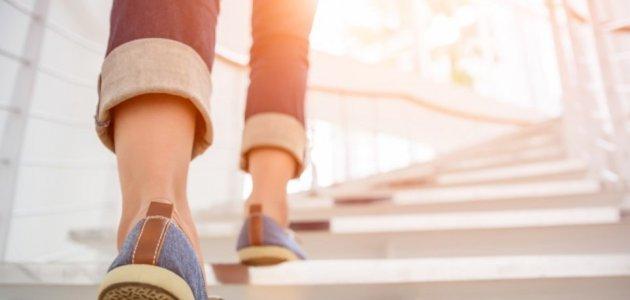 إليك هذه النصائح الفعالة لممارسة المشي في البيت