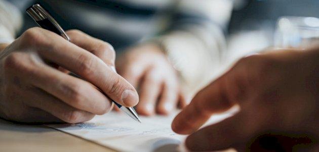 الفرق بين عقد العمل المحدد المدة وغير المحدد المدة سطور