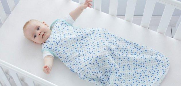 كيفية اختيار ملابس الطفل بحسب العمر أو الوزن