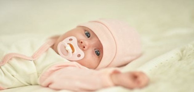 نصائح لكيفية خلع ملابس الطفل حديث الولادة