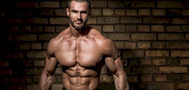 الكرياتين لبناء العضلات: ما هو الدور الحيوي الذي يقوم به لعضلاتك؟