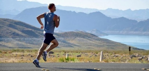 الفيتامينات والأداء الرياضي: بمَ ينصح أخصائيو التغذية؟