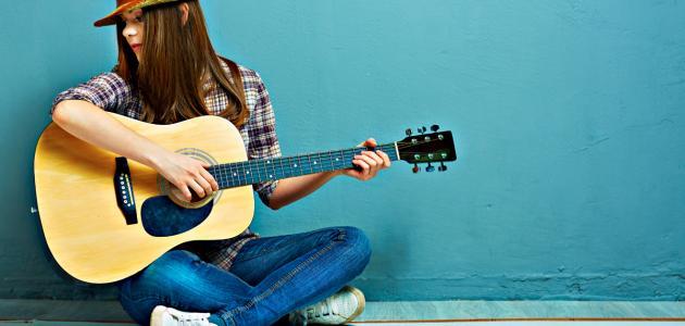 الجيتار الكهربائي: التاريخ، الاستخدام، التصميم وأشهر العازفين