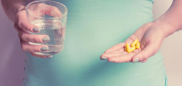 أهم المكملات الغذائية للحامل: فوائدها، ومتى يمنع تناولها؟