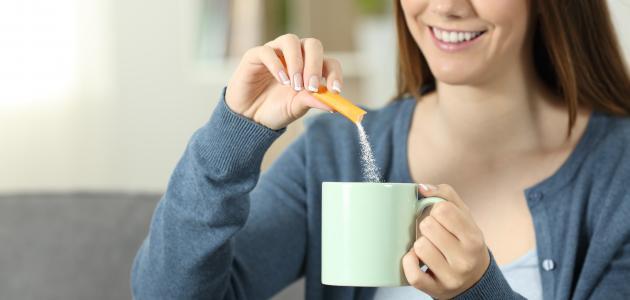 هل ثؤثر المحليات الصناعية على صحة الأسنان؟