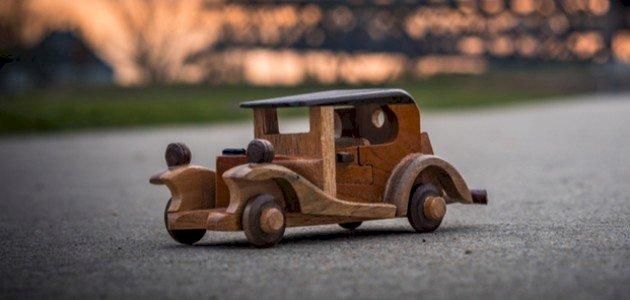 كيفية صنع سيارة من الخشب بطريقة سهلة للأطفال