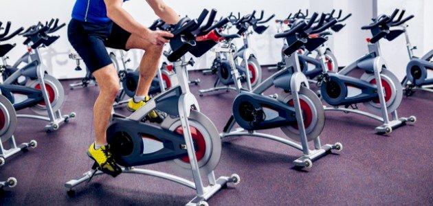 فوائد الدراجة الثابتة (Spinning): وطريقة استخدامها الصحيحة