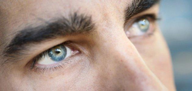 عيون الرجل وشخصيته: هل هناك علاقة في علم النفس؟